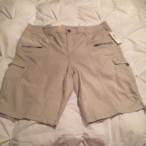 NWT Style&Co. PlusSize MidRise Zipper Cargo Shorts